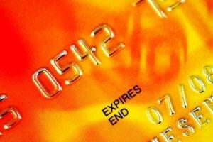 Brasileiros pagarão mais caro por compras em cartão no exterior