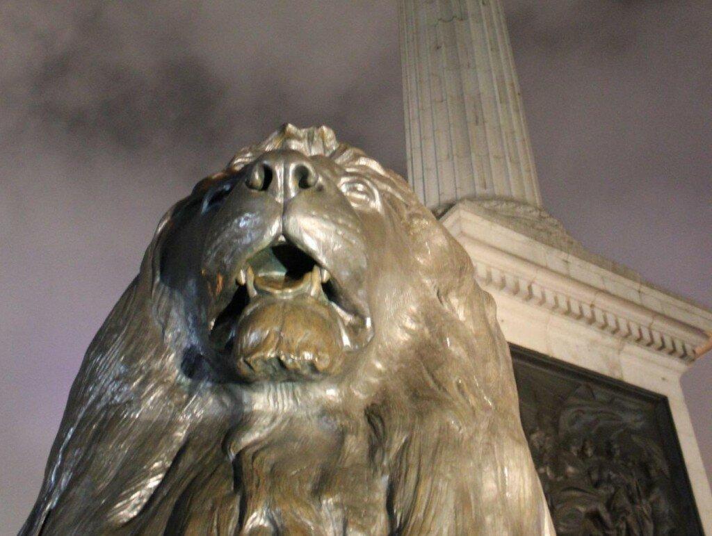 Leões protegem o Almirante Nelson, lá no alto. Foto: Mapa de Londres