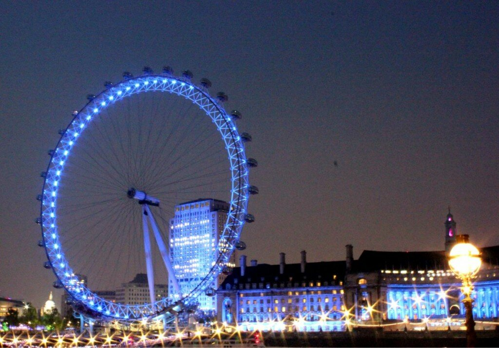 A London Eye iluminada à noite. Foto: Mapa de Londres