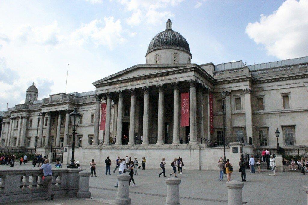 Inaugurada em 1838, a National Gallery foi construída onde se situava o edifício dos estábulos da Família Real