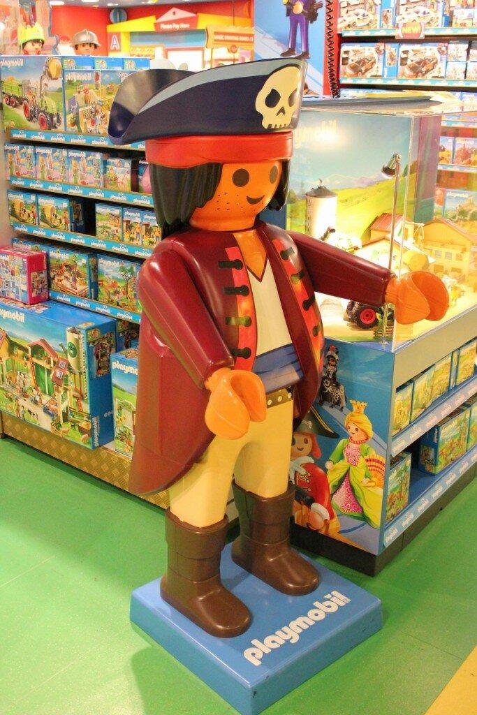Bonecos de Lego cumprimentam os visitantes. Até a Família Real entrou na brincadeira. Foto: Mapa de Londres
