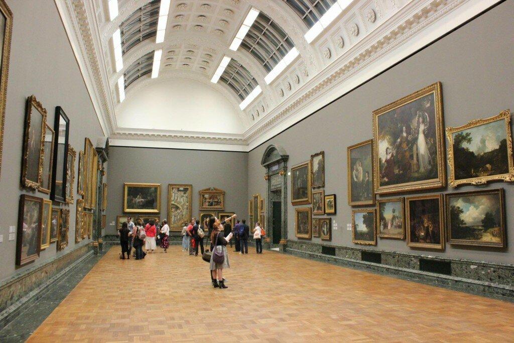 Tate Britain abriga exposições.