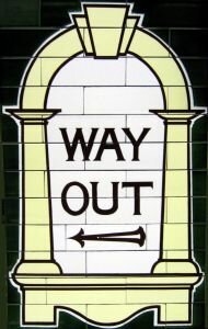 Há muitas histórias de fantasmas e assombrações nas estações de metrô de Londres. Um documentário, o Haunted London Underground, mostra relatos de dúzias de funcionários, ex-funcionários e passageiros que ouviram,...