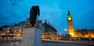 Big Ben e a estátua de Winston Churchill