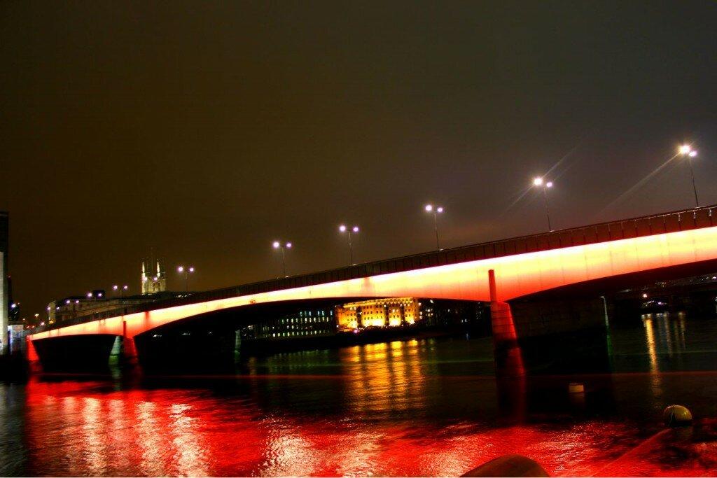 """""""London Bridge is falling..."""""""
