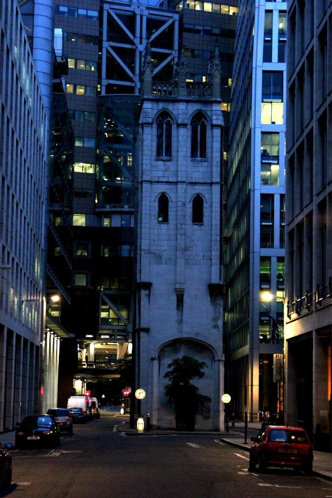 St Alban Church, uma ilha na City of London
