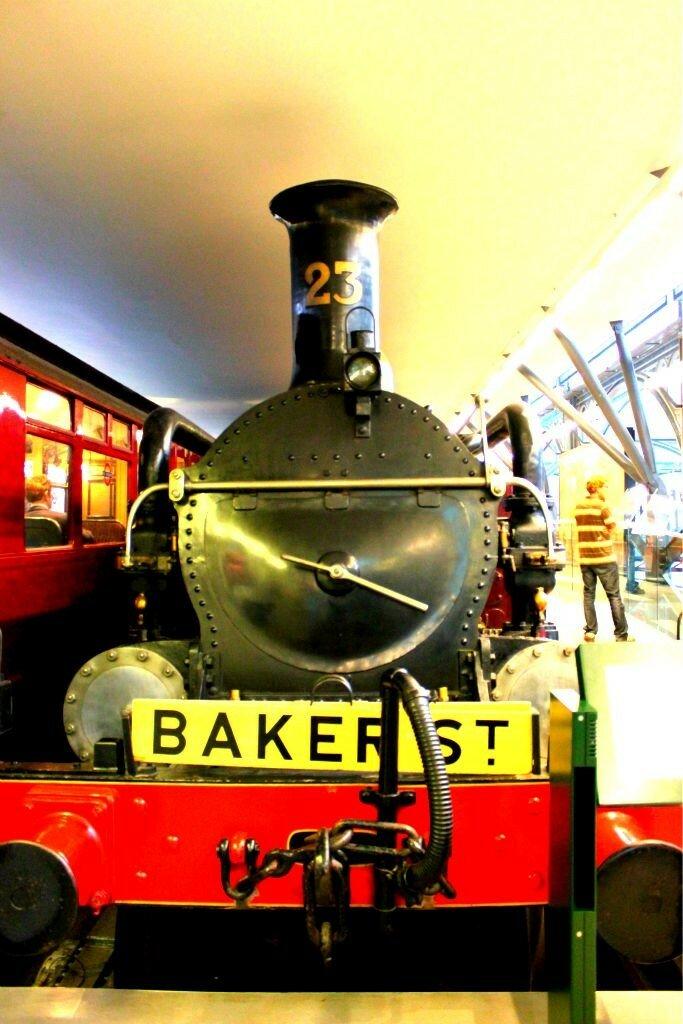 Assim era o trem do metrô de Londres no século 19. Foto: Mapa de Londres