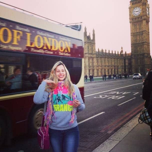 Mariana com o Big Ben ao fundo. Foto: Arquivo pessoal