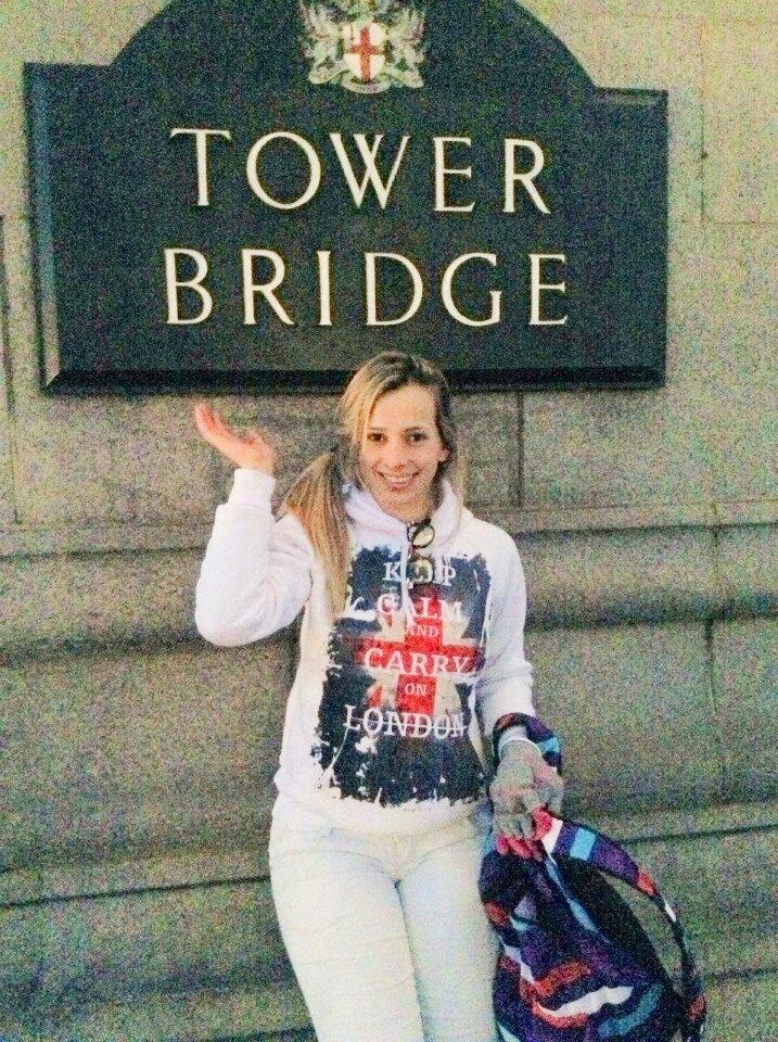Mariana Lopes na Tower Bridge. Foto: Arquivo pessoal