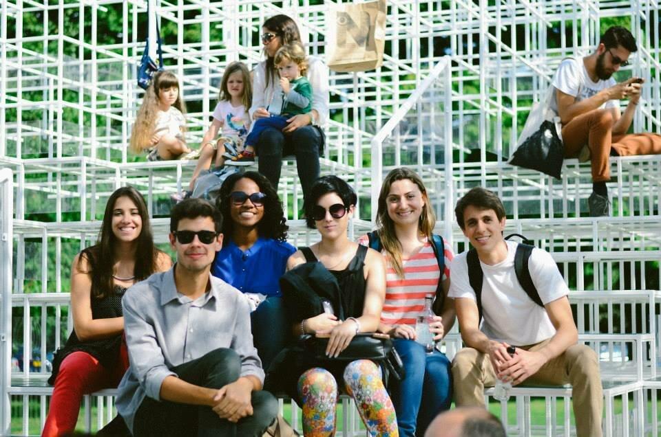 Turma brasileira na Serpentine Gallery Pavillion Foto: Arquivo pessoal