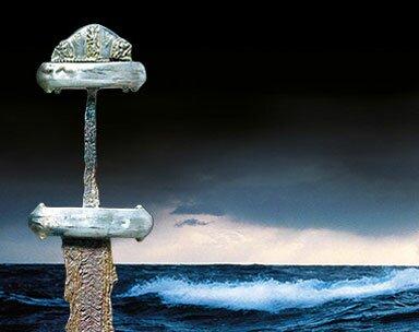 Espada viking - fim do século 8 a início do século 9. Foto: John Lee. © The National Museum of Denmark. Ao fundo: Kim Westerskov/Getty Images.