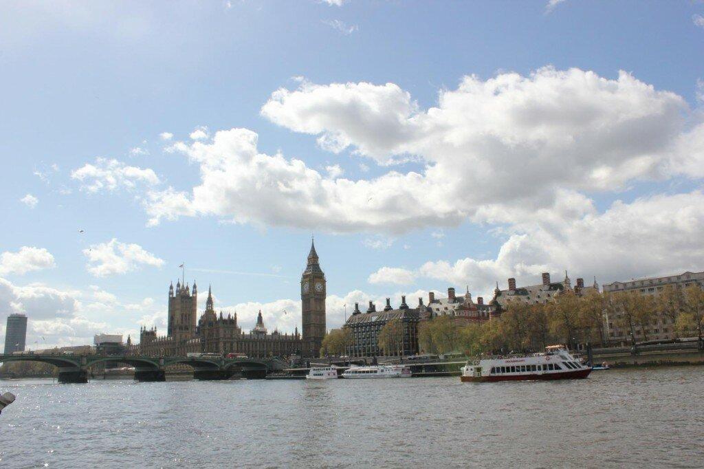 Primavera. Palácio de Westminster