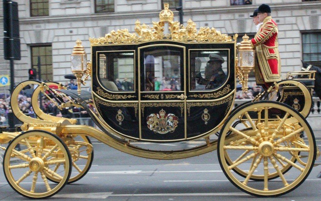 Diamond Jubilee Coach em detalhes. Sim, a Rainha ainda abana