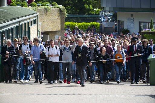 Fila para conseguir ingressos em Wimbledon. Foto: Divulgação