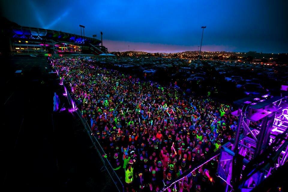As cores e luzes são as principais características da corrida. Foto: Divulgação