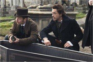 Jude Law e Robert Downey Jr. em Sherlock Holmes (2009). Foto: Divulgação