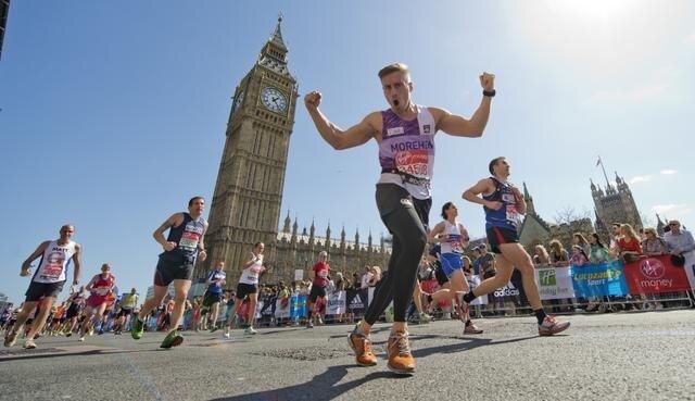 Competidores passando pelo símbolo da cidade, Big Ben. Foto: Divulgação