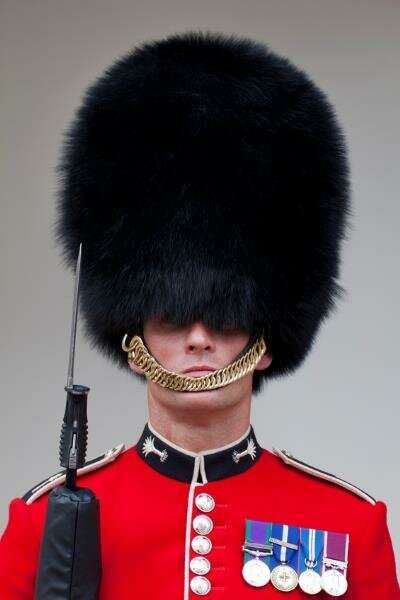 Chapéu de pele de urso é marca registrada. Foto: iStock, Getty Images