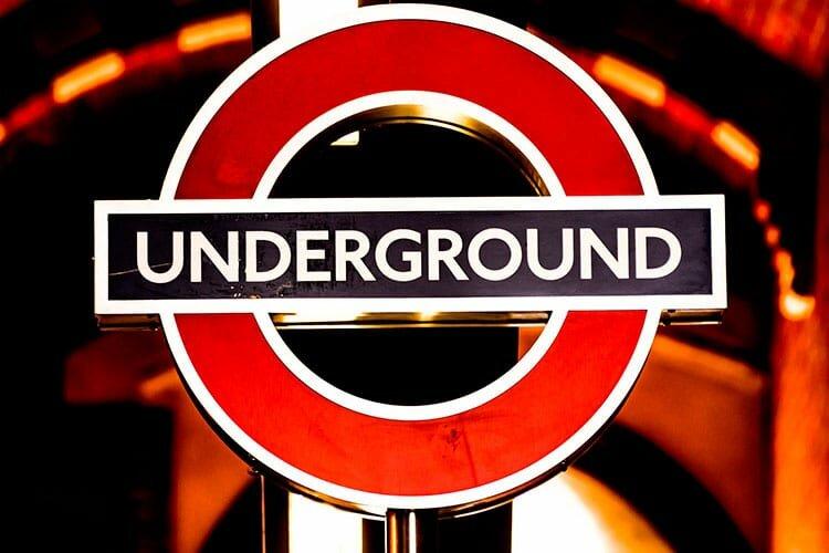 Inglês para viagem - Logotipo do Underground