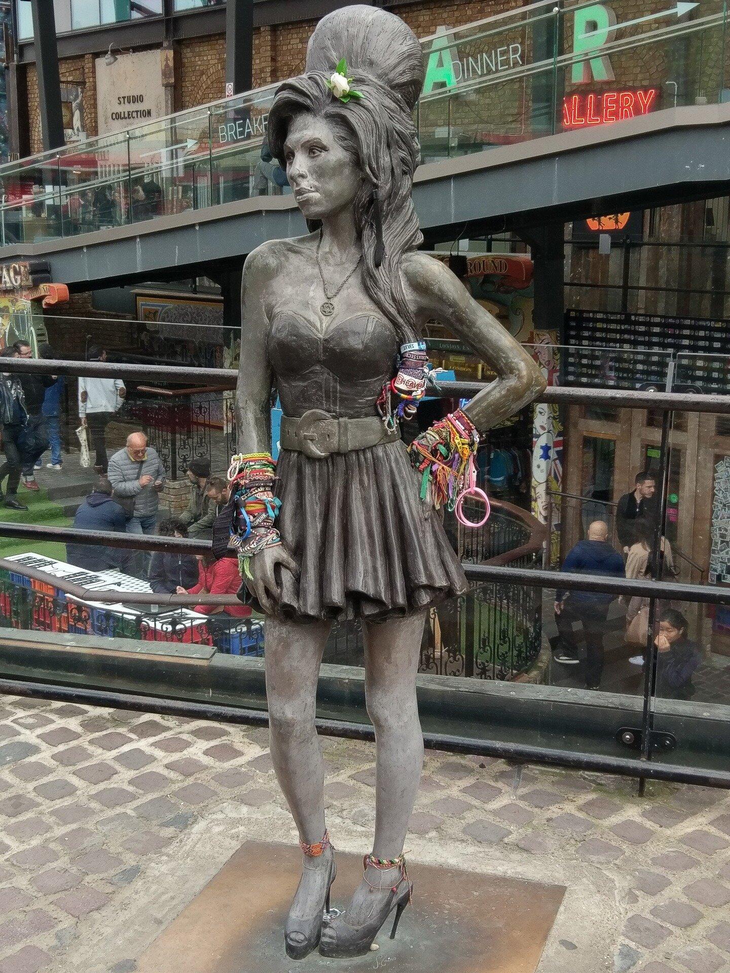 """Roteiro da parte """"hipster"""" de Londres - estátua de Amy Winehouse"""