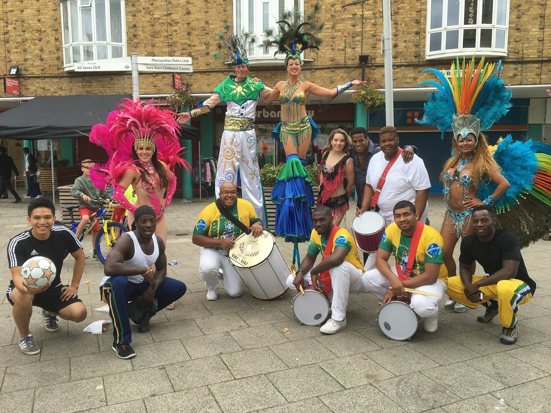 Escola de samba no Carnaval de Londres.