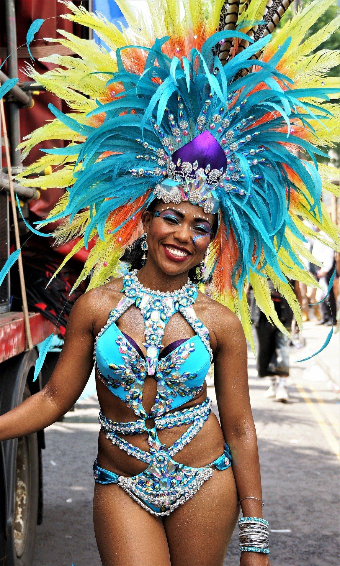 Mulher no carnaval de Londres