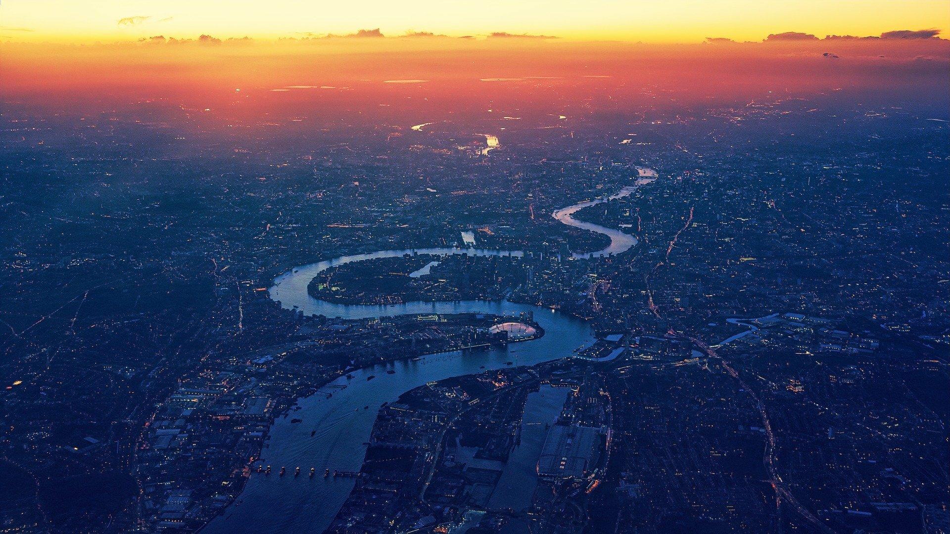 Foto aérea do Rio Tâmisa cortando a cidade de Londres
